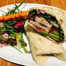 Veganer Tofu-Avocado-Wrap